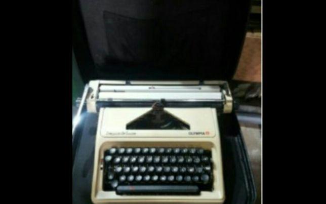 Máquina de escrever mecânica marca Olympia excelente estado como nova