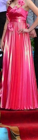 Очень красивое выпускное платье покупали в Love story.