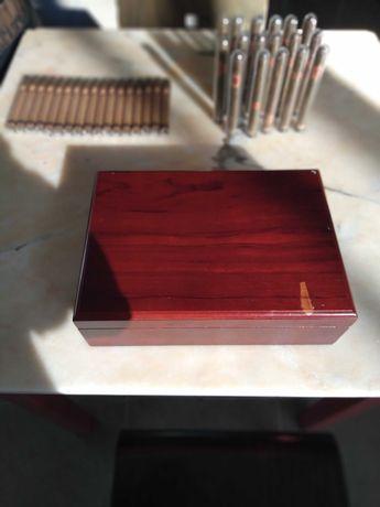 Caixa de humificadora de charutos em madeira. 70€