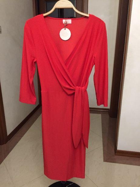 Nowa czerwona sukienka z dekoltem w serek, wiązana w pasie