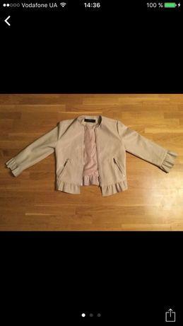Куртка ZARA Зара на девушку.Есть дефекты(видно на фото).