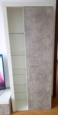 Witryna stojąca w kolorze beton