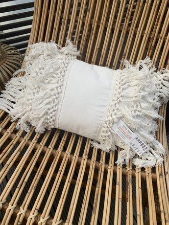 Poduszka boho z frędzlami 30x50