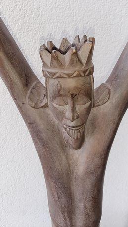 Estatua em  madeira