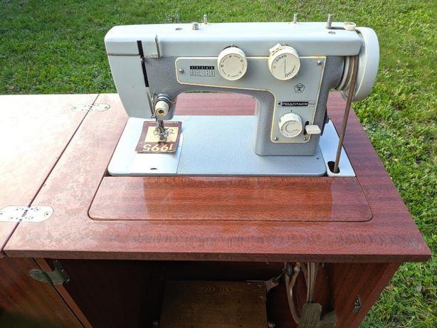 Maszyna do szycia radziecka Podolsk 142 z szafką