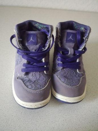 Оригінальні фірмові кросівки кеди