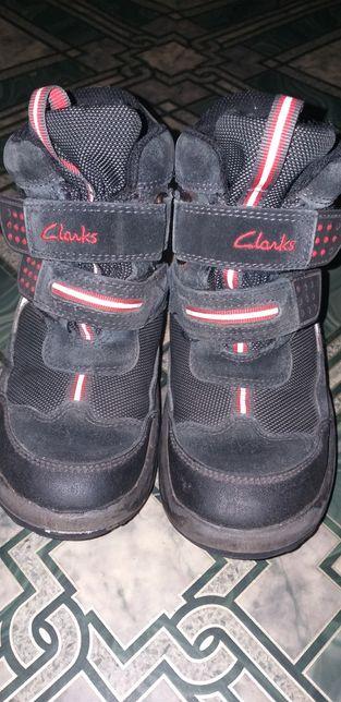 Фирменные кларкс 10 размер до 18 см ботинки зима clarks