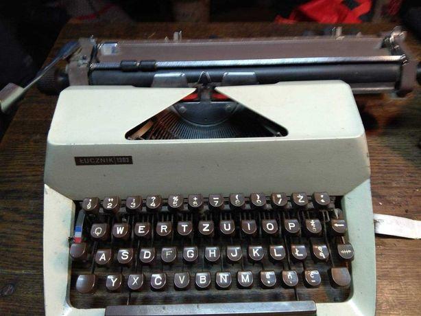Stara maszyna do pisania Łucznik 1303