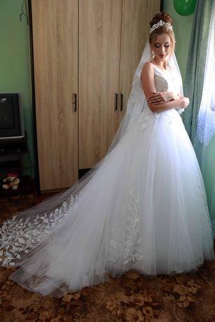 Продається весільна сукня. А-силует Сукня в ідеальному стані,як нова П