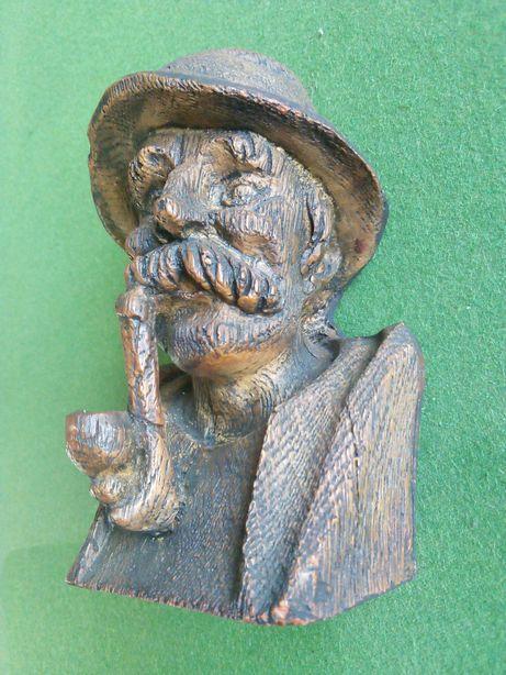 Figurka popiersie myśliwy z fajką monolit drewno 16x10