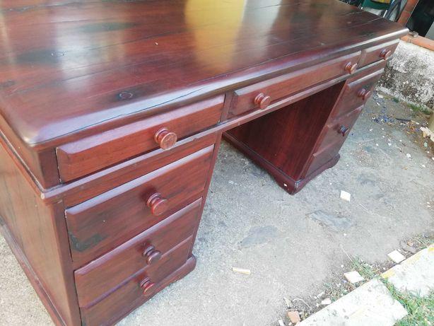 Secretária vintage em madeira da Rodésia e cadeira em muito bom estado