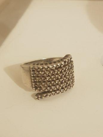 Srebrny pierścionek 18