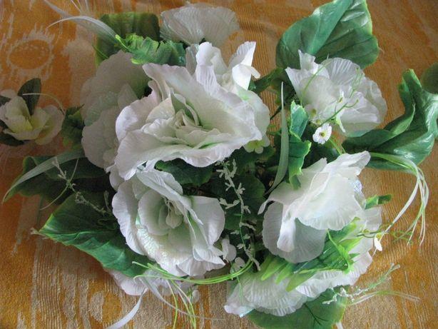 Букет из белых цветов на свадебную машину или стол 50х50 см. Экибана
