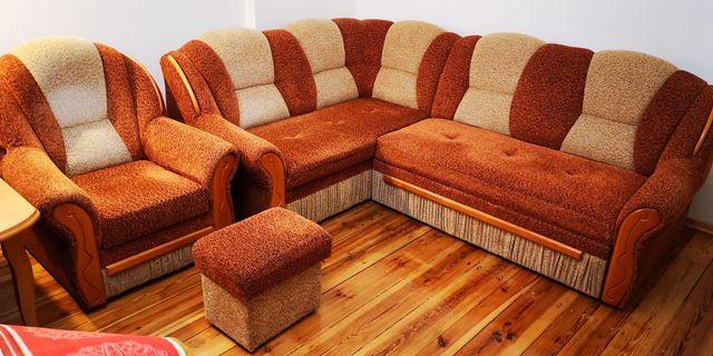 Narożnik plus fotele i pufy.