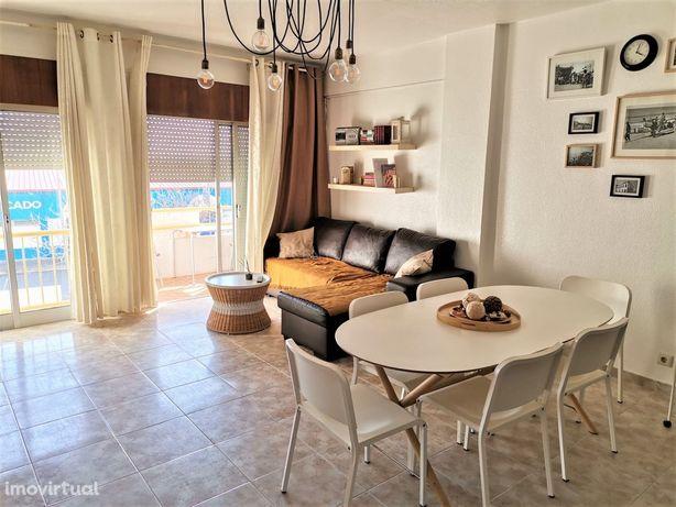 Apartamento T2 com Garagem e Elevador Vista Mar