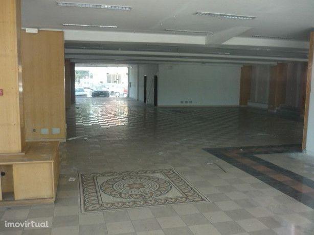 Loja para arrendar na Abóboda - S. Dom. Rana