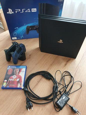 PS4 Pro 1TB stacjia ładowania 2 pady.