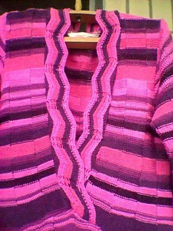 Оригинальное вязаное платье на девочку.