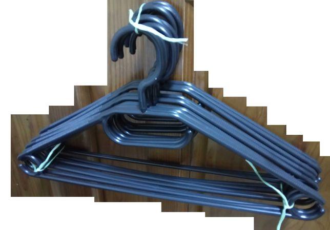 Conjunto de 10 Cabides de Plástico Preto Rotativo