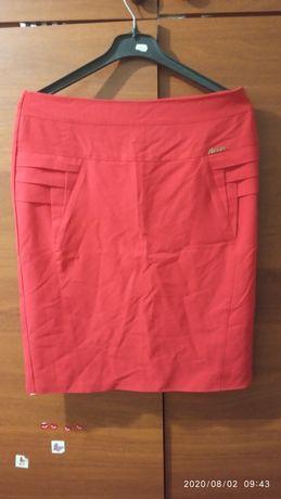 Эффектная красная юбка