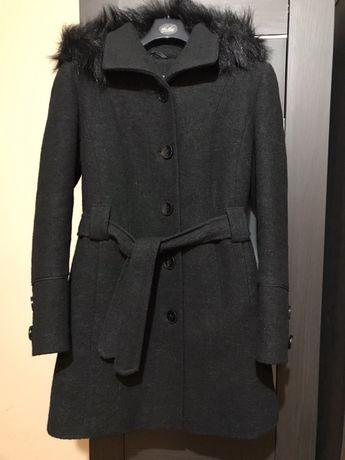 Czarny płaszcz wiązany 80% wełna
