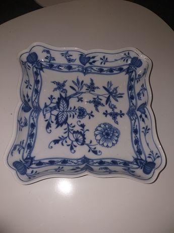 Stara porcelanowa miśnia o kształcie patery