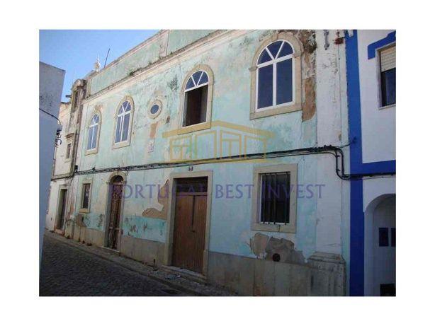 Prédio situado no coração de Lagoa , com linda fachada ex...