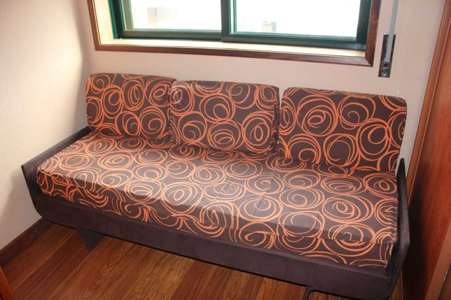 Sofá de quarto em bom estado