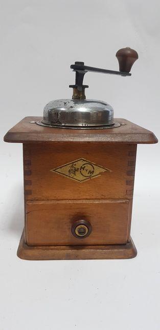 Stary zabytkowy drewniany młynek do kawy KTM vintage pieprz antyk