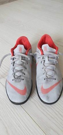 Nike Merkurial Adidas Predator Sala