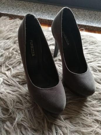 Sapatos 36 como novos