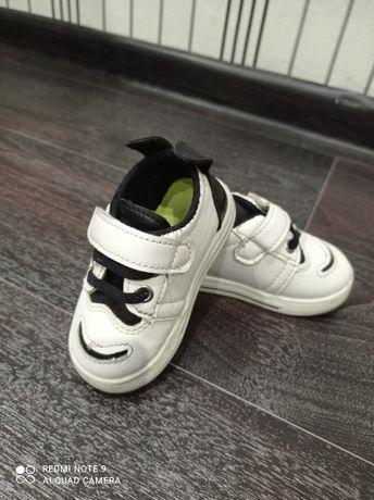 Кроссовки обувь на годик