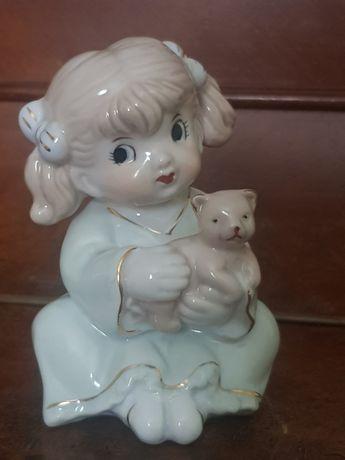 Девушка с мишкой фарфоровая статуэтка