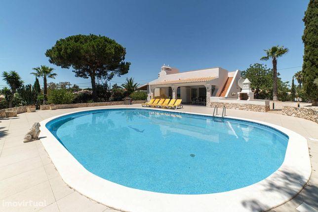 Para venda em Carvoeiro, casa de férias familiar ideal com vista mar