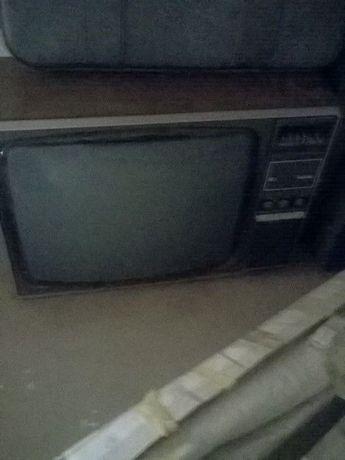 Televisão Radiola preto e branco