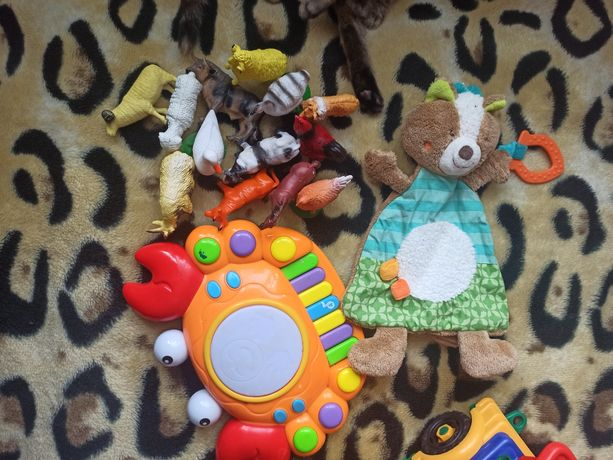 Продам игрушки(животные, конструктор, краб музыкал)в хорошем состоянии