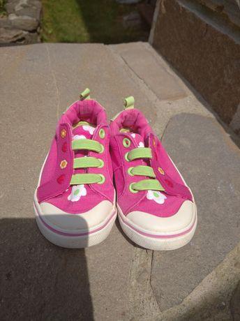 Макасіни, кросівки