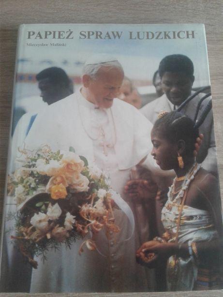 Zestaw książek związanych z Janem Pawłem II