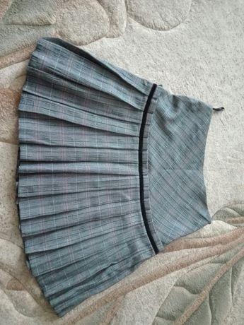 Sprzedam spódnicę plisowaną w kratę
