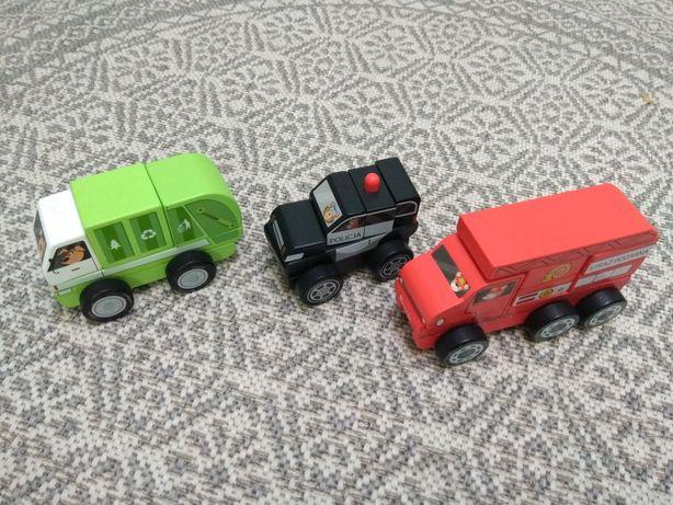 Zestaw trzech drewnianych pojazdów
