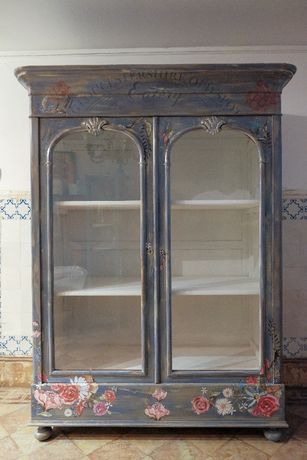 Estante Romantica Sec. 19. Medidas : Largura 120cm , Fundo 53cm , Altu