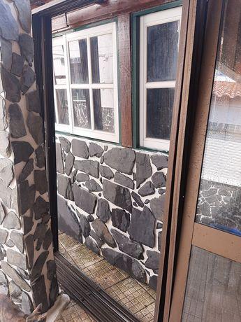 3 conjuntos de 2 portas de sacada em alumínio, com vidro duplo