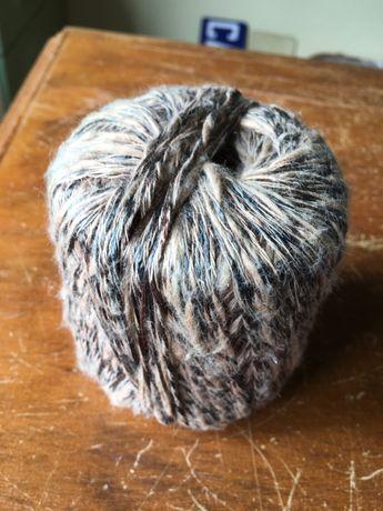 Novelo castanho e preto, com pelinho, 50 gramas