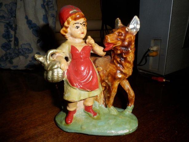 старая статуэтка Красная шапочка и волк