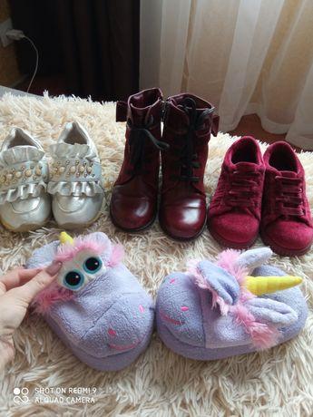 Обувь на девочку кросовки,тапочки,демисезонные кожаные ботинки,кеды