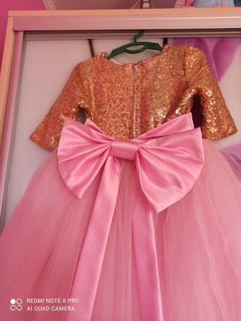 Продам красивое платье на девочку,цена только за платье