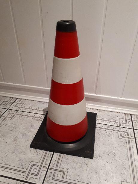 Pachołek gumowy ostrzegawczy drogowy budowlany ERPLAST 50 cm