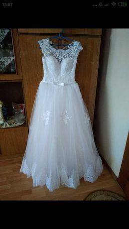 Весільну сукню