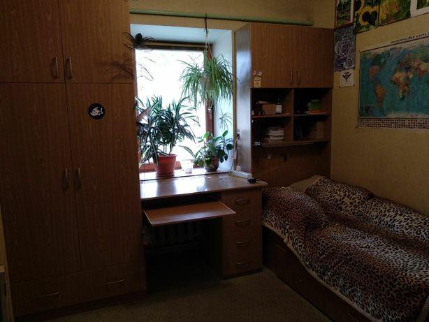 Стенка: шкаф, письменный стол и кровать