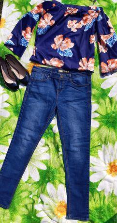 Продам джинсы и коротенький топ